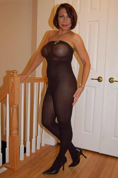 nylons-matures-and-pantyhose