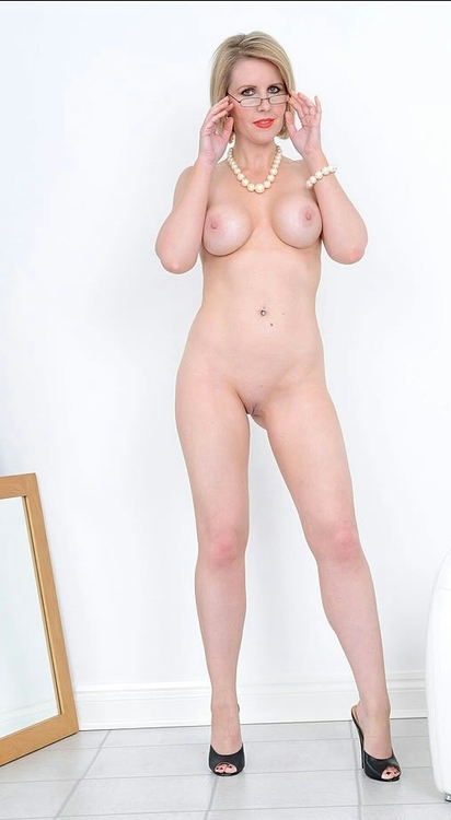 Britney spears flashes pussy