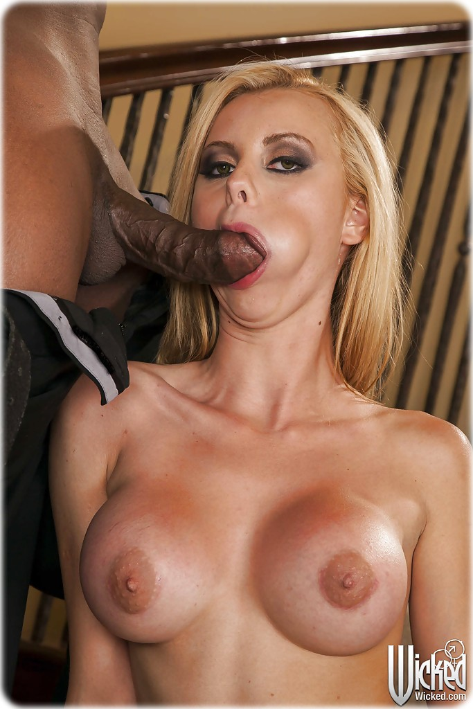 Jessie rogers gets fucked by a darksome chap | Interracial Sex